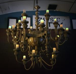 The lovely chandelier for proper studio ambience!